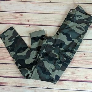 Divided Size 8, Skinny Camo Pants with Cargo
